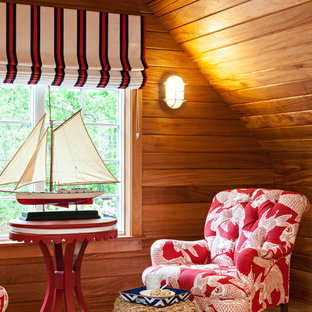 Cette photo montre une salle de séjour bord de mer.