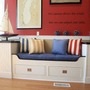 Immagine di un soggiorno eclettico di medie dimensioni e aperto con pareti multicolore, pavimento in legno massello medio, TV a parete e nessun camino