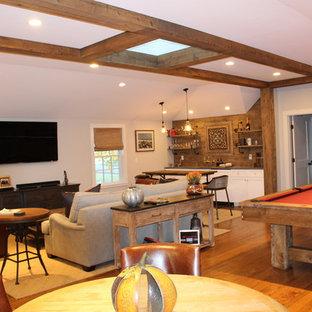 ボストンの中サイズのトラディショナルスタイルのおしゃれな独立型ファミリールーム (ゲームルーム、グレーの壁、濃色無垢フローリング、壁掛け型テレビ、茶色い床) の写真