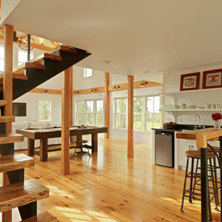 This is an example of a country family room in Burlington.