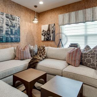 Ejemplo de sala de estar con barra de bar abierta, romántica, grande, sin chimenea, con paredes beige, suelo de madera oscura y suelo marrón