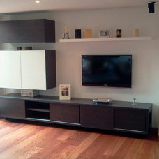 Modern Family Room by DforU