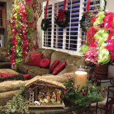 Traditional Family Room Christmas 2012