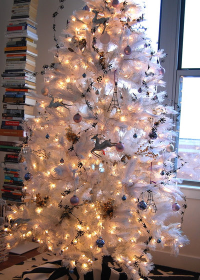 Modern Family Room by Nicole Lanteri Design