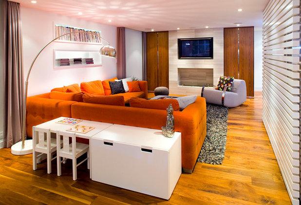 コンテンポラリー ファミリールーム by Andrea Rodman Interiors