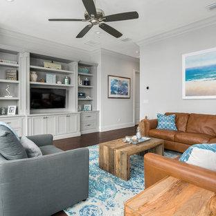 オーランドの大きいビーチスタイルのおしゃれな独立型ファミリールーム (濃色無垢フローリング、暖炉なし、壁掛け型テレビ、茶色い床、グレーの壁) の写真