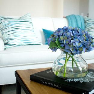 Ispirazione per un soggiorno classico di medie dimensioni e stile loft