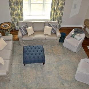 Esempio di un ampio soggiorno classico stile loft con pareti grigie, parquet scuro, camino classico, cornice del camino in legno, parete attrezzata e pavimento verde