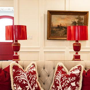 Idee per un grande soggiorno classico aperto con pareti beige, camino classico, cornice del camino in legno e TV a parete