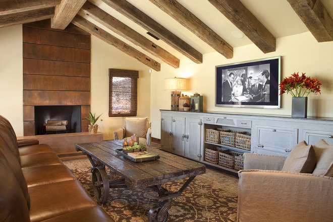Traditional Family Room by ACS Paradise Concrete Design Studio