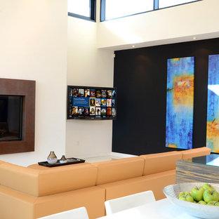 トロントの中くらいのコンテンポラリースタイルのおしゃれなオープンリビング (白い壁、吊り下げ式暖炉、コンクリートの暖炉まわり、コーナー型テレビ) の写真