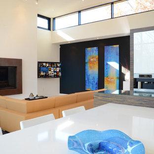 Esempio di un grande soggiorno design aperto con pareti bianche, camino sospeso, cornice del camino in legno e porta TV ad angolo