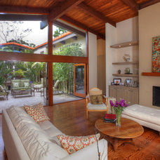 Tropical Family Room by Pritzkat & Johnson Architects