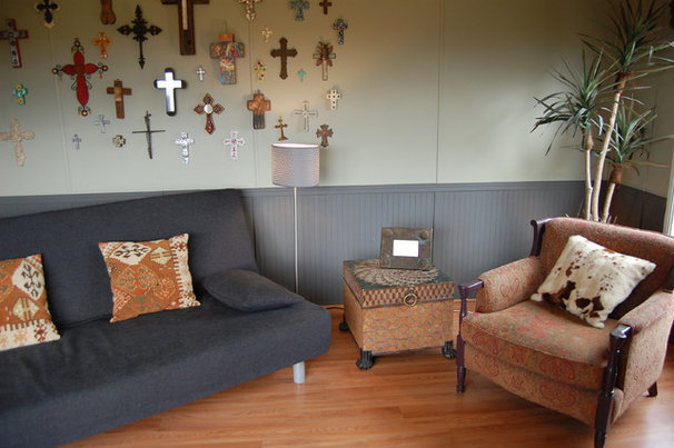 Eclectic Family Room by Interiority Complex, LLC