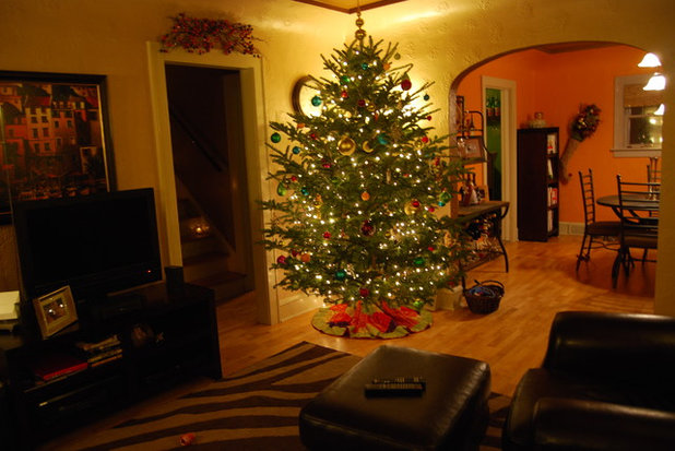 Traditional Family Room Cozy Wisconsin Christmas Family Room