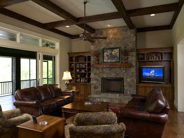 Craftsman Family Room by Grainda Builders, Inc.