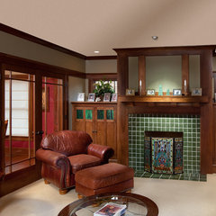 traditional family room by Andrew Melaragno, AIBD