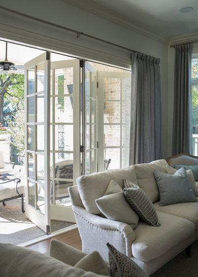 Классический Семейная комната by Coats Homes