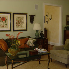 Traditional Family Room by dede dobbs