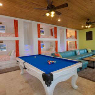 Inspiration pour une très grande salle de séjour design ouverte avec salle de jeu, un mur vert, un sol en travertin, un téléviseur fixé au mur et un sol beige.