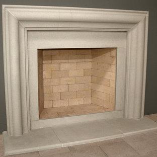 Ejemplo de sala de estar abierta, clásica, pequeña, con paredes púrpuras, suelo de cemento, chimenea tradicional y marco de chimenea de piedra
