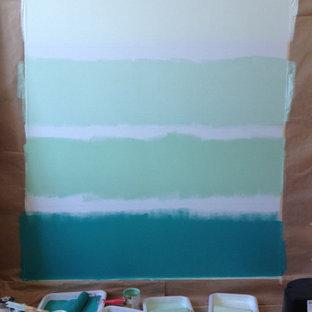 ポートランドのビーチスタイルのおしゃれなファミリールーム (青い壁) の写真