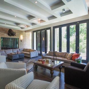 Ispirazione per un grande soggiorno minimalista aperto con sala giochi, pareti multicolore, pavimento con piastrelle in ceramica, nessun camino e TV nascosta