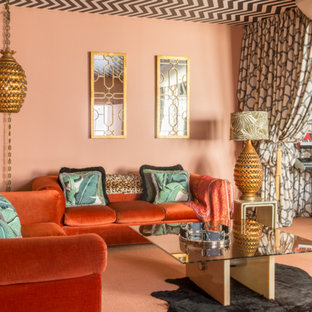 Diseño de sala de estar con rincón musical abierta, bohemia, de tamaño medio, con parades naranjas, moqueta y suelo naranja