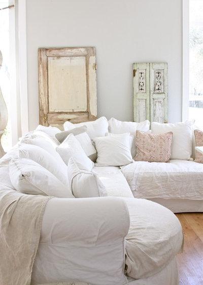 Стиль шебби-шик Семейная комната by Dreamy Whites