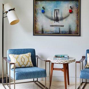 Foto di un soggiorno minimalista di medie dimensioni e chiuso con pareti bianche e pavimento in travertino