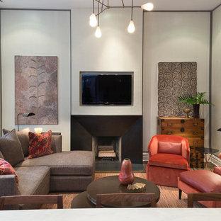 ニューヨークの中くらいのコンテンポラリースタイルのおしゃれなオープンリビング (ベージュの壁、標準型暖炉、コンクリートの暖炉まわり、壁掛け型テレビ、濃色無垢フローリング、茶色い床) の写真