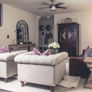 シャーロットの大きいエクレクティックスタイルのおしゃれなファミリールーム (ベージュの壁、カーペット敷き、暖炉なし、内蔵型テレビ、ベージュの床) の写真