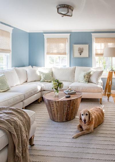 ビーチスタイル ファミリールーム by Martha's Vineyard Interior Design