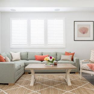 Idee per un soggiorno stile marinaro di medie dimensioni e aperto con pareti grigie, pavimento in vinile e nessuna TV