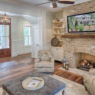 Idée de décoration pour une salle de séjour champêtre de taille moyenne avec un mur blanc et un sol en bois foncé.