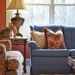 コロンバスの大きいトラディショナルスタイルのおしゃれな独立型ファミリールーム (ピンクの壁、カーペット敷き、暖炉なし、テレビなし、白い床) の写真