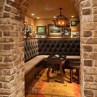 Immagine di un grande soggiorno chic aperto con sala giochi, pareti arancioni e nessun camino