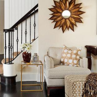 Ispirazione per un grande soggiorno chic con parquet chiaro, cornice del camino piastrellata e pavimento nero