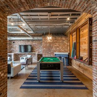 アトランタのインダストリアルスタイルのおしゃれなファミリールーム (ゲームルーム、赤い壁、コンクリートの床、グレーの床) の写真
