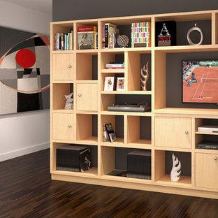 Esempio di un piccolo soggiorno american style con TV a parete