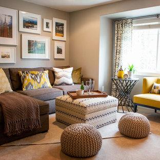 Modelo de sala de estar cerrada, clásica renovada, pequeña, sin chimenea, con paredes grises y moqueta