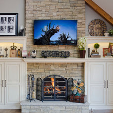 Traditional Family Room by Trilogy Kitchens
