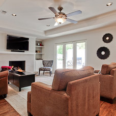 Modern Family Room by RICHLAND
