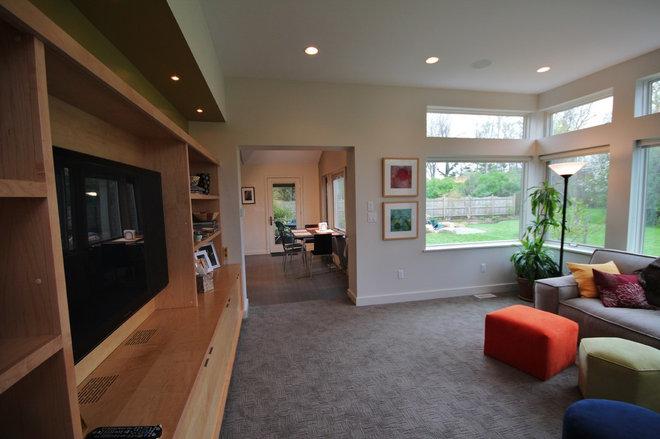 Contemporary Family Room by John Wingfelder Architect