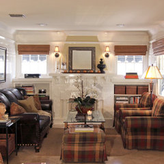 traditional family room by Shelley Gardea