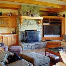Traditional Family Room by David Edrington, Architect
