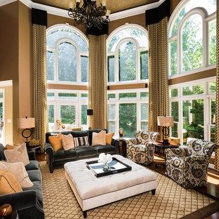 Cette image montre une grand salle de séjour traditionnelle ouverte avec un mur marron, un sol en bois clair, cheminée suspendue, un manteau de cheminée en brique et un téléviseur encastré.