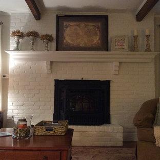 フィラデルフィアの小さいカントリー風おしゃれなファミリールーム (ベージュの壁、標準型暖炉) の写真