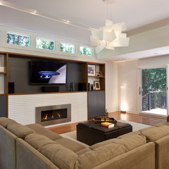 modern family room by Gary Rosard Architect