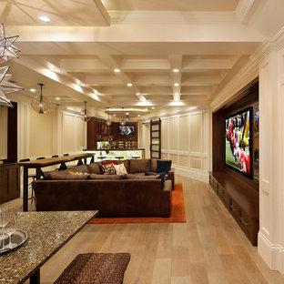 Ejemplo de sala de estar con barra de bar abierta, contemporánea, grande, con pared multimedia